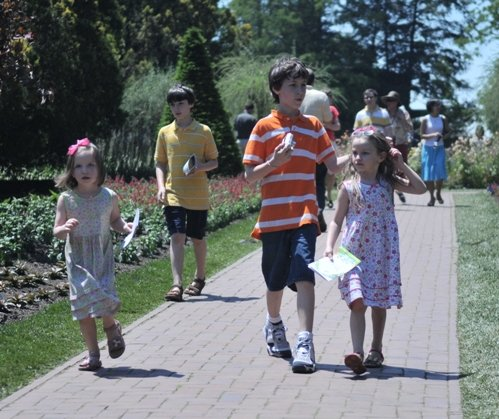 Children_at_Longwood_Gardens.jpg