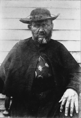 St_Damien_1889_500px.jpg