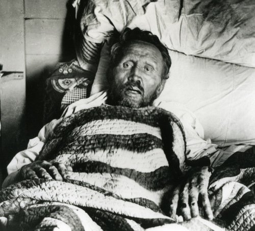 St_Damien_1889_deathbed_500px.jpg