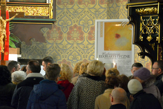 Pilgrims flock to see Eucharistic miracle at the Curch of Saint Hyacinth in Legnica, Poland