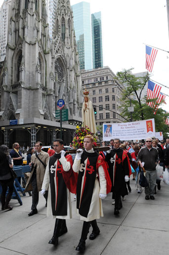 TFP Members in TFP Ceremonial Habits carry Our Lady of Fatima during the 2009 Public Square Rosary Rally in New York City