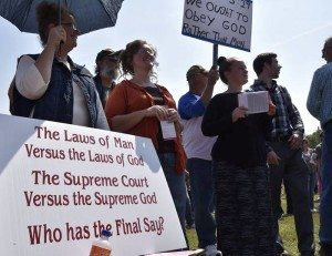 Over a thousand protesters gathered in support of County Clerk Kim Davis