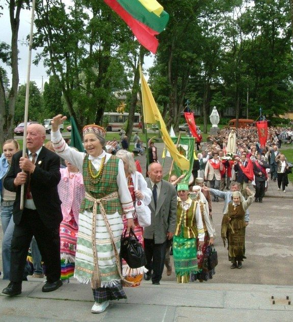 Since 1993 the TFP has participated in the annual traditional pilgrimage from Tytuvenai to Siluva where Our Lady appeared in 1608.