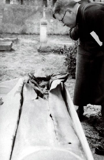 Dr. Luis Fischer examines Jacinta's incorrupt body during the first exhumation, September 12, 1935