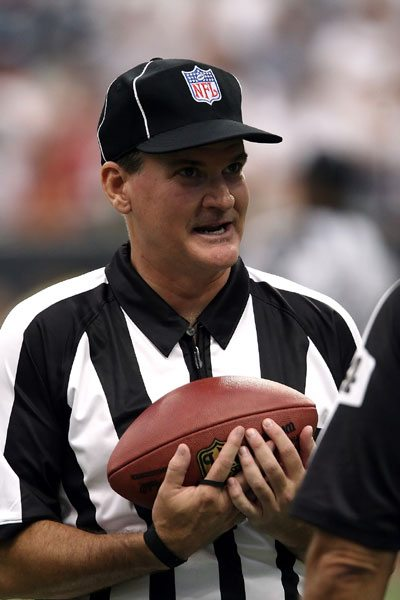 NFL_Football_Referee_Rules_Honor No Time Out in Battle Over Football