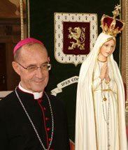 Foremost among the guests: the Pilgrim Virgin Statue and Bishop Juan Laise.