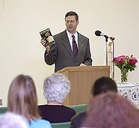 American TFP Vice President John Horvat launched the book in St. Louis, MO