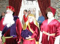 "Three ""Magi Kings"" told Christmas stories to the children"