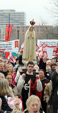 Members of the American TFP wearing the ceremonial habit carry Our Lady of Fatima.