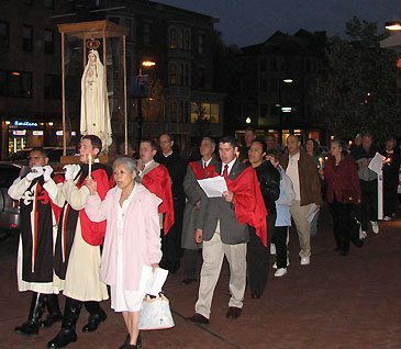 The procession led by Our Lady of Fatima carried by TFP members in ceremonial habit