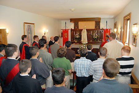 Praying before the miraculous International Pilgrim Virgin statue of Our Lady of Fatima - TFP Summer Camp