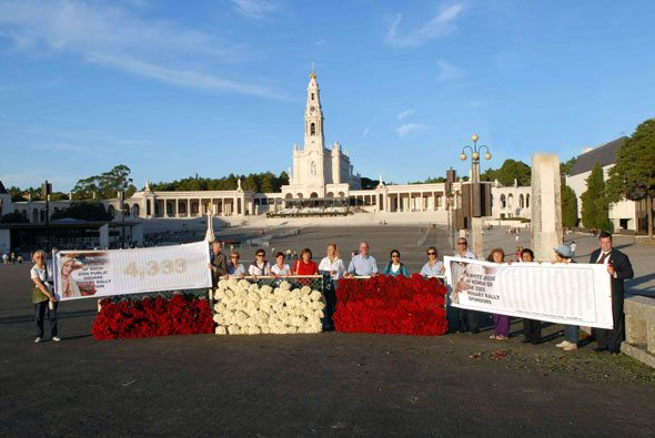 Our Lady recieves Thousands of Roses at Fatima