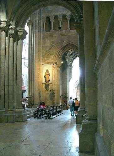 Cathedral_Lateral_Nave__Lisbon_499px.jpg