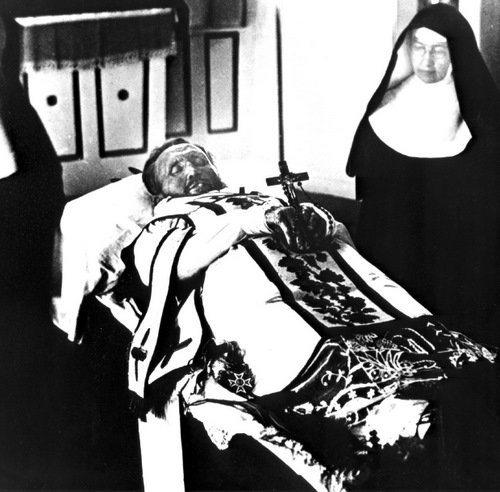 St_Damien_1889_death_500px.jpg