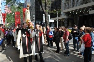 Our Lady of Fatima carried by TFP volunteers in ceremonial habit during the Manhattan Rosary Rally.
