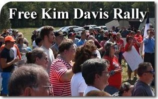 """Free Kim Davis Rally"" Draws A Thousand Supporters"