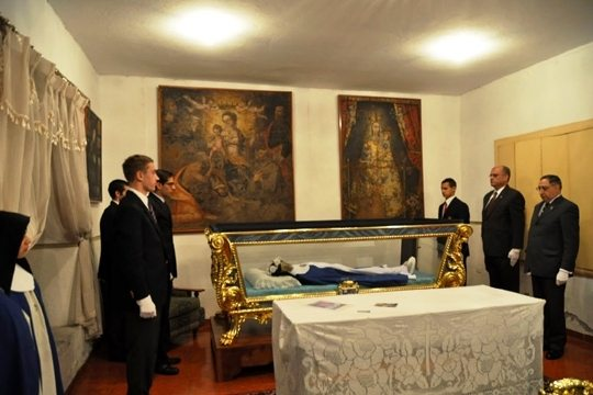 Students Transfer Incorrupt Body of Sister Mariana in Ecuador, A Spanish Mystic in Quito