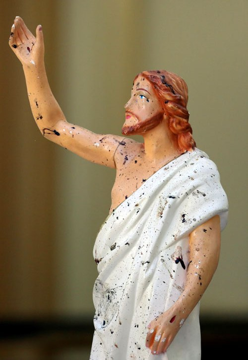 Bloody Easter: The Peace of Christ and Islamic Hatred - statue of Jesus Christ