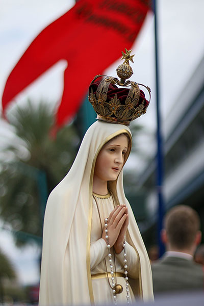 Statue of Our Lady of Fatima during the TFP protest rally at Los Angeles Religious Education Congress