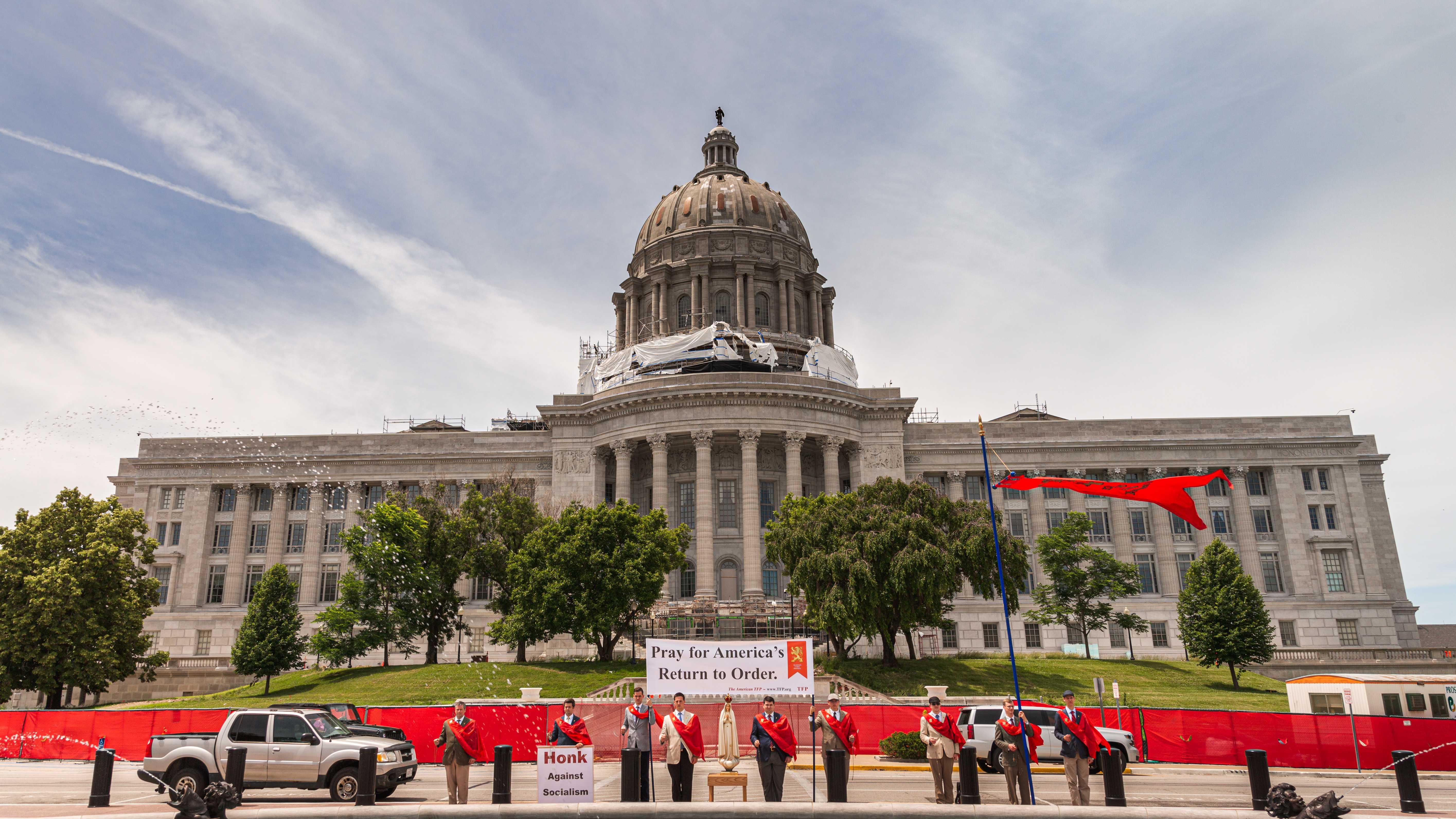 TFP Restore America Caravan Visits Jefferson City Capitol