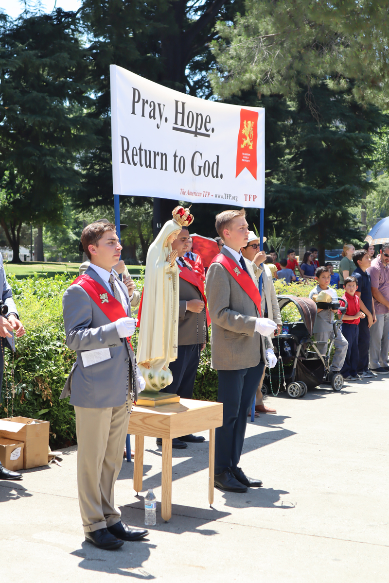 Enthusiastic Crowd Gathers to Pray for the Nation in Sacramento, California